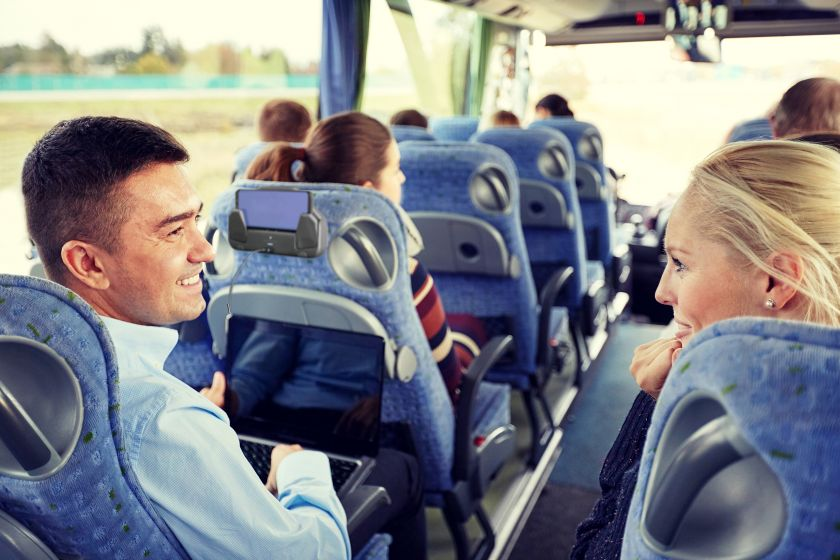 wireless-and-usb-charging-for-comfort-of-bus-and-coach_application_sesaly